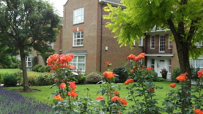 3 Bedrooms Flat for sale in Phyllis Court Drive, Henley-On-Thames