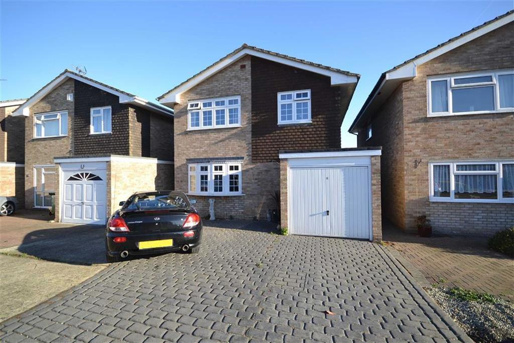 4 Bedrooms Detached House for sale in Chestnut Close, Burnham-on-Crouch, Essex