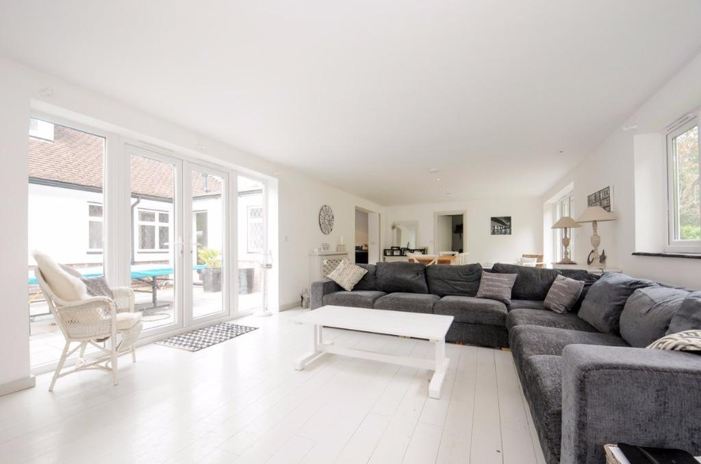 4 Bedrooms Detached House for sale in Hangerwood Shermanbury, Horsham West Sussex RH13