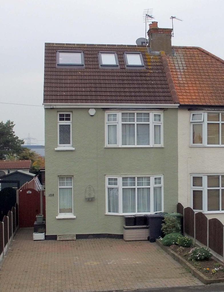 4 Bedrooms Semi Detached House for sale in Stortford Road, Hoddesdon EN11