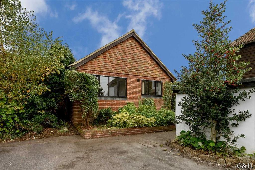2 Bedrooms Semi Detached Bungalow for sale in Spring Cottages, Smeeth, Ashford