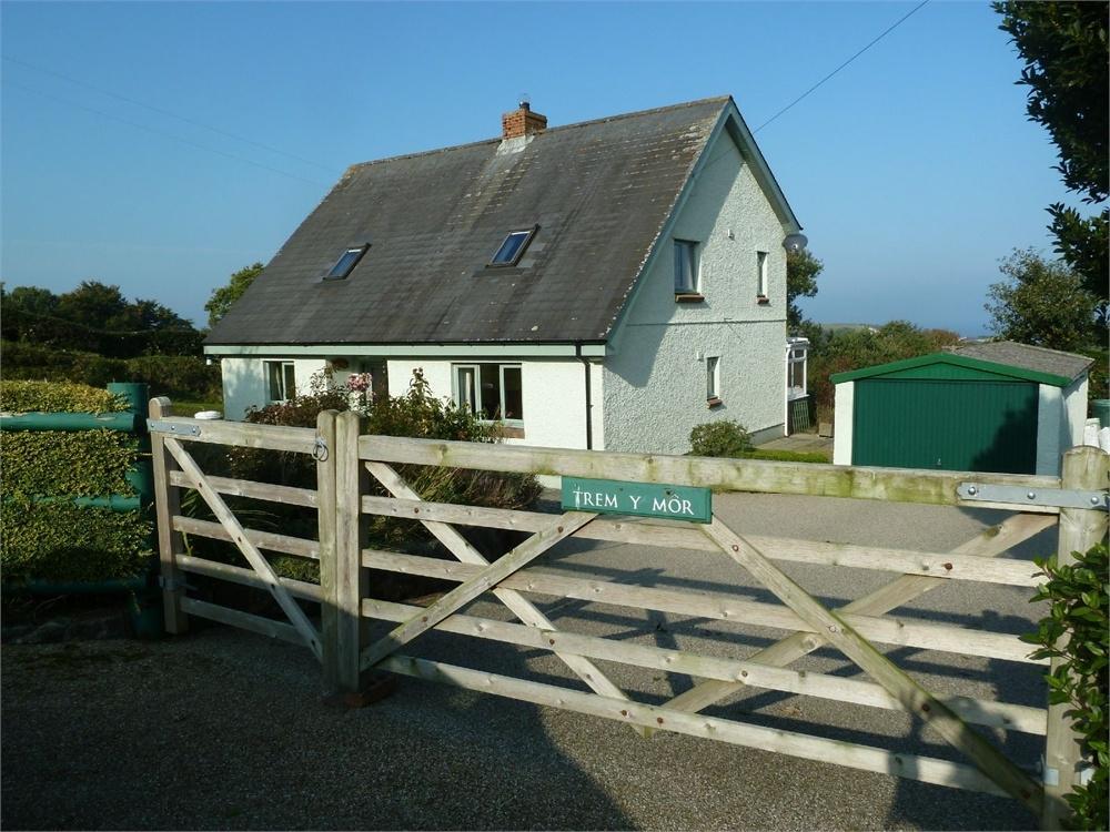 3 Bedrooms Detached Bungalow for sale in Trem Y Mor, Pontgarreg, Llandysul, Ceredigion