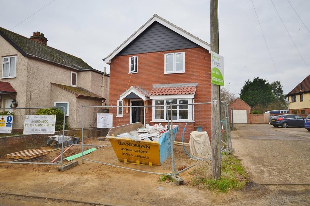 3 Bedrooms Detached House for sale in Cattawade Street, Brantham, Essex