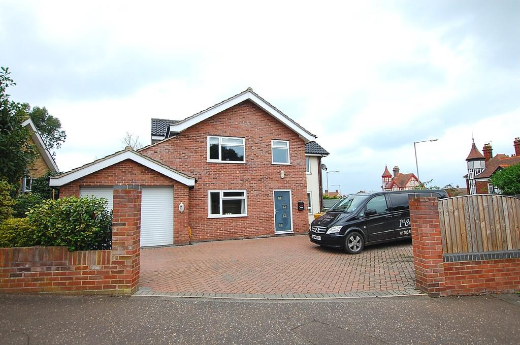 5 Bedrooms Detached House for sale in Newhaven Close, Cromer