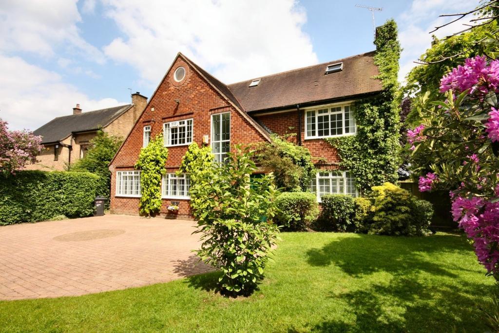 6 Bedrooms Detached House for sale in 11 Racecourse Road, Wilmslow
