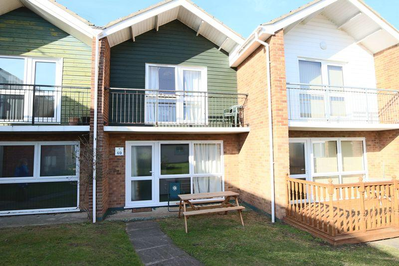3 Bedrooms Town House for sale in Waterside Holiday Park, Lowestoft