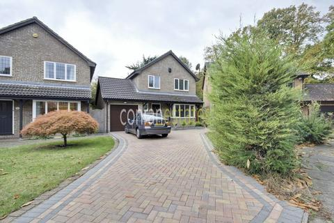 4 bedroom detached house to rent - Heathview Drive, Bostall Heath, SE2