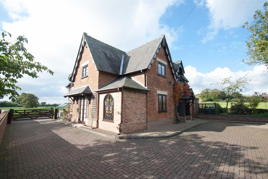 3 Bedrooms Detached House for sale in Highlands Park Lane, Tatenhill Common