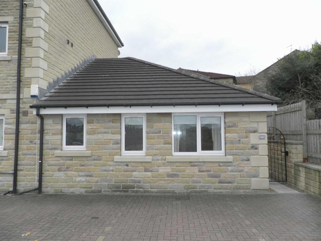 2 Bedrooms Semi Detached Bungalow for sale in Waterstone Court, Staincliffe