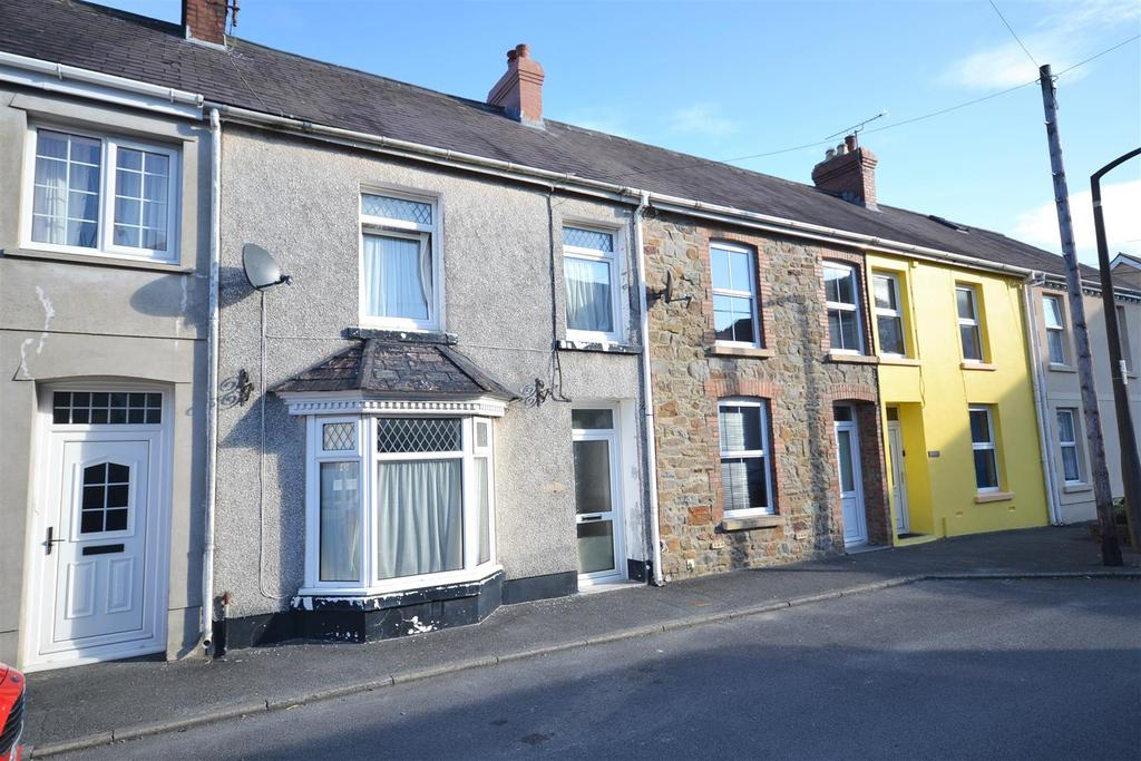 3 Bedrooms Terraced House for sale in Whitland