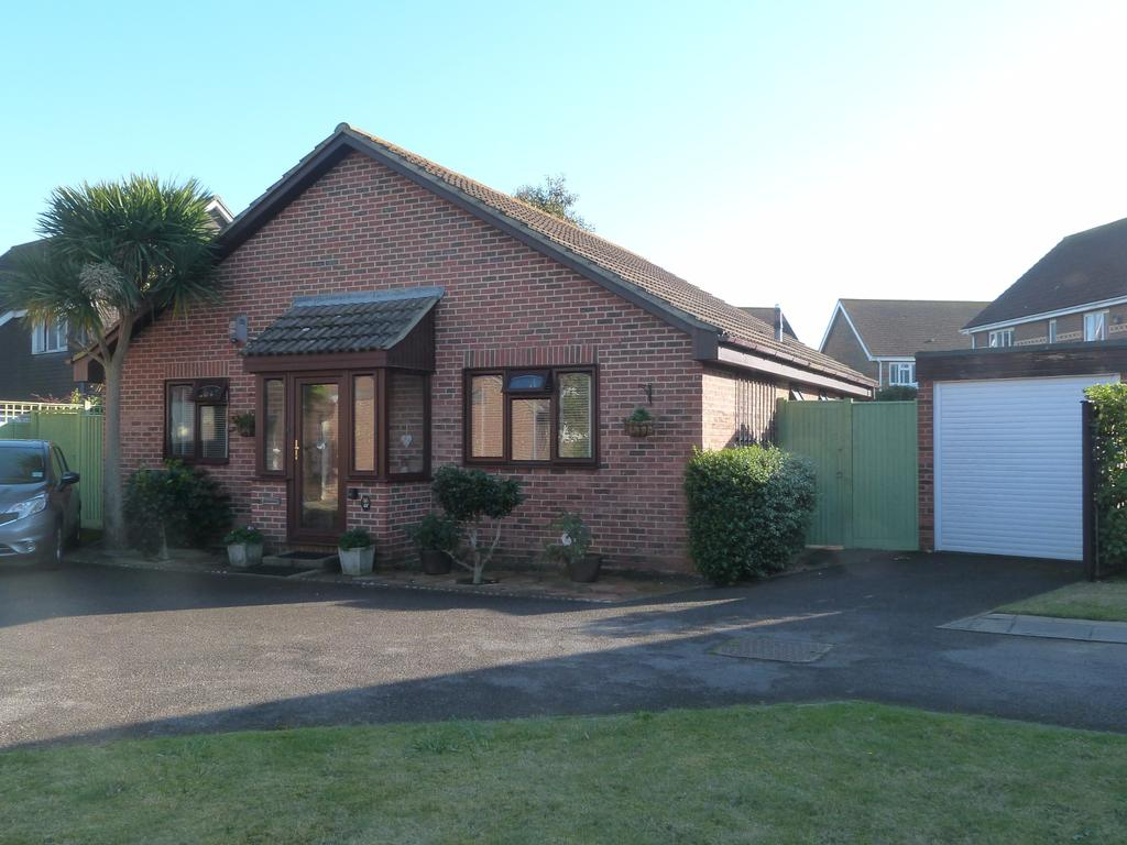 3 Bedrooms Detached Bungalow for sale in James Street, Selsey