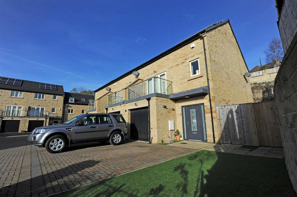 3 Bedrooms End Of Terrace House for sale in Green Howards Drive, Richmond