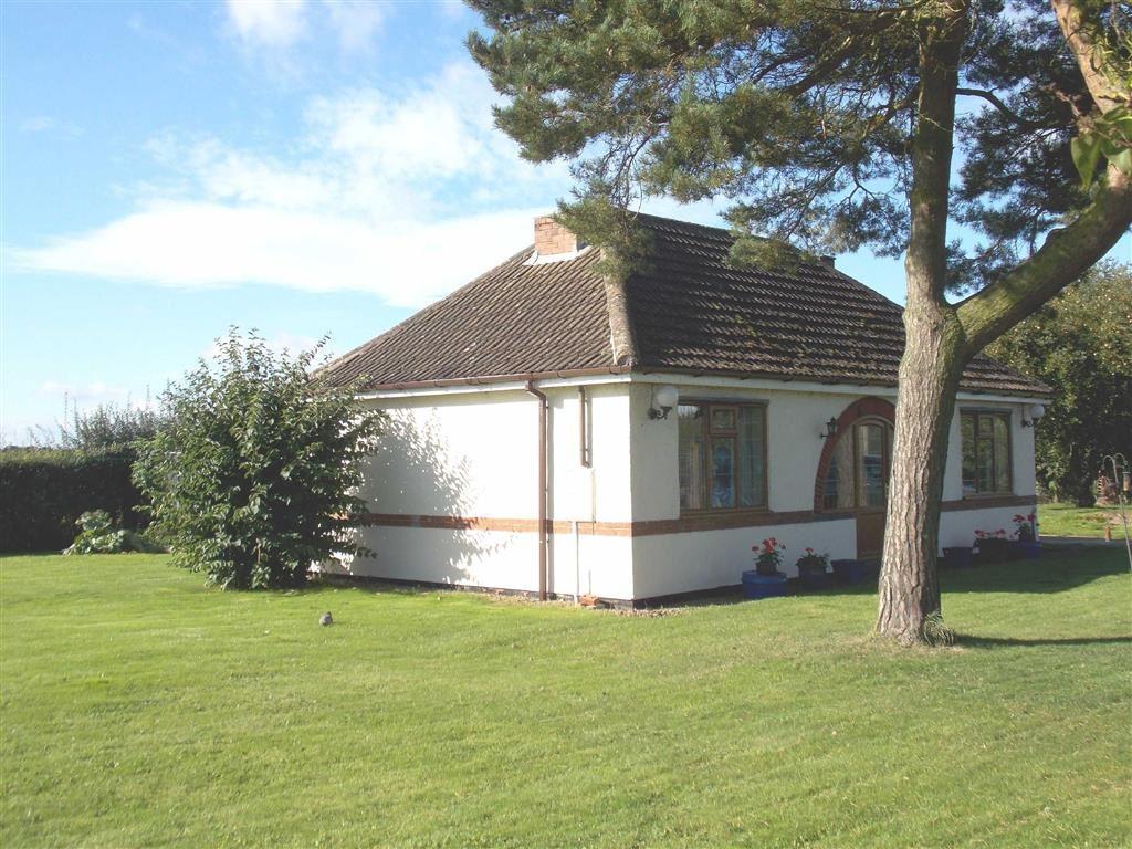 2 Bedrooms Detached Bungalow for sale in Sandtoft Road, Thorne, Doncaster, DN8