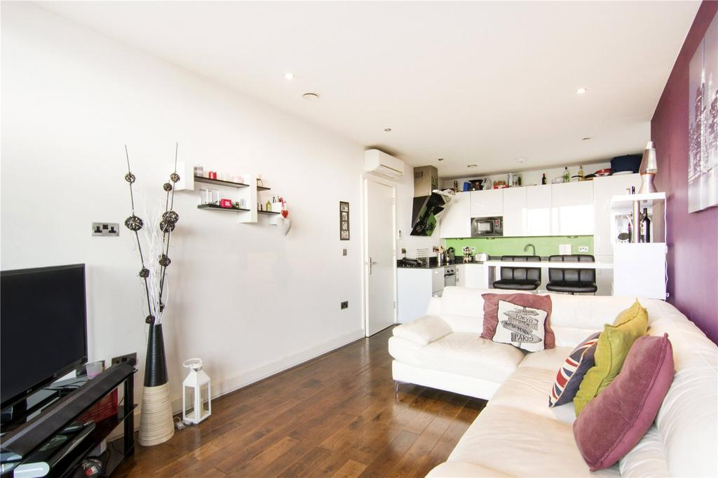 2 Bedrooms Flat for sale in Whitecross Apartments, 269 High Street, London, E15