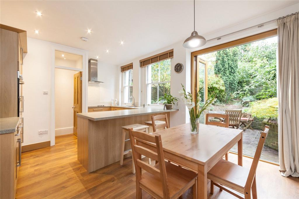 3 Bedrooms Flat for sale in Pilgrims Lane, Hampstead Village, London