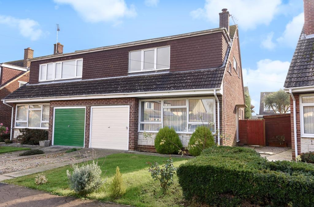 3 Bedrooms Semi Detached House for sale in Ross Close, Nyetimber, Bognor Regis, PO21