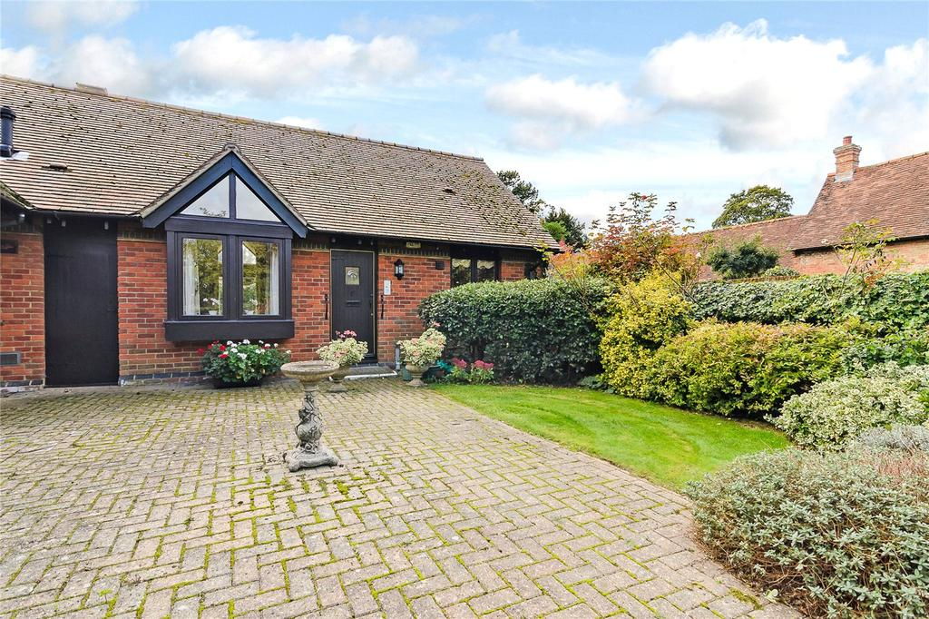 2 Bedrooms Bungalow for sale in Palace Gate, Odiham, Hook, Hampshire