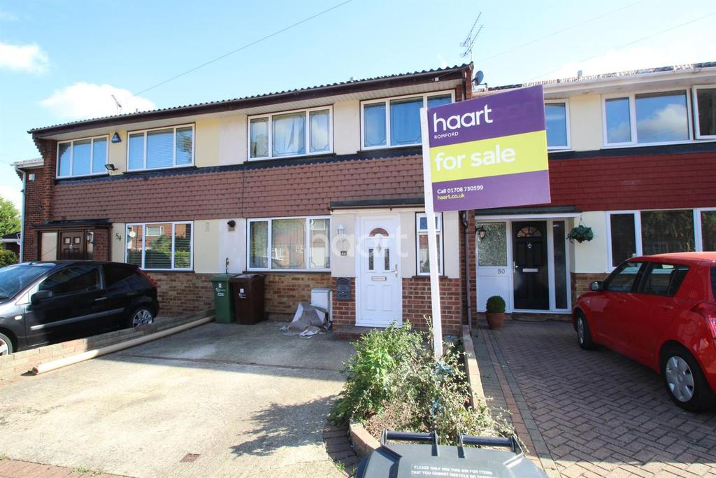 3 Bedrooms Terraced House for sale in Great Cullings, Rush Green, Romford