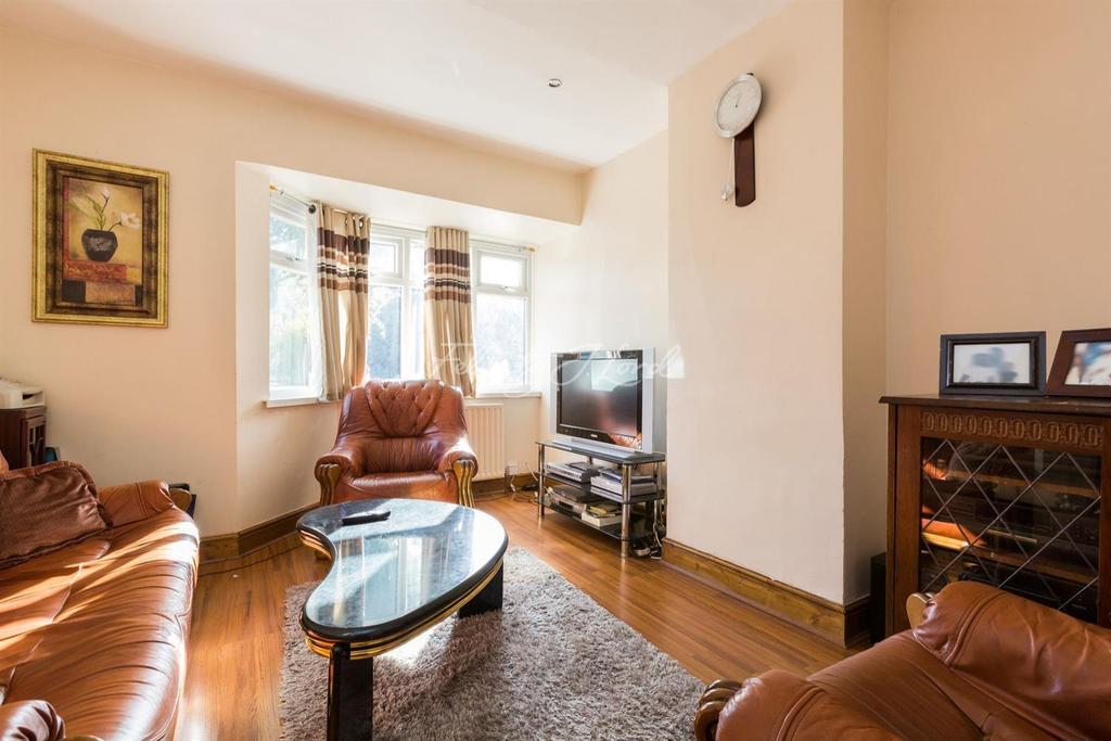 3 Bedrooms Terraced House for sale in Charlton Park Lane, SE7