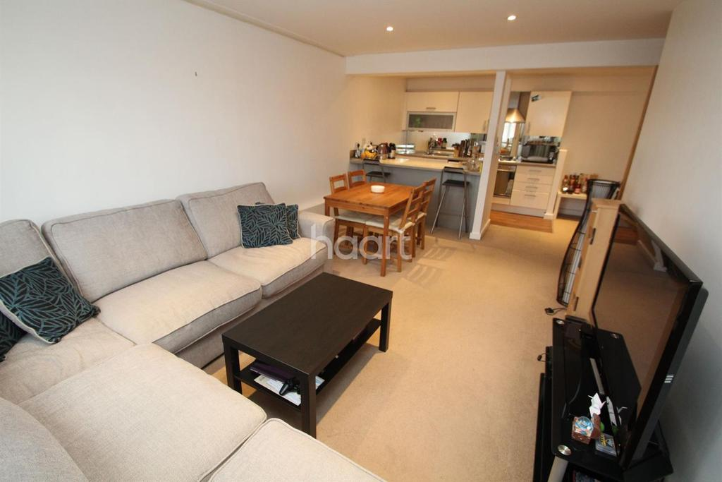 2 Bedrooms Flat for sale in The Metro, Victoria Road, Romford centre