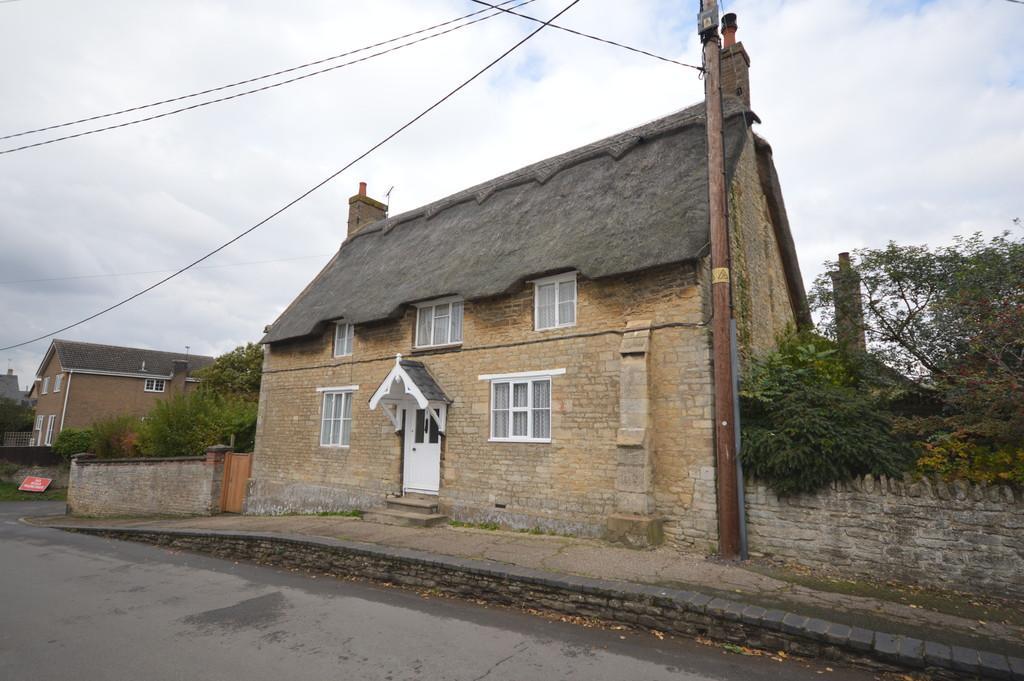 3 Bedrooms Cottage House for sale in Lyveden Road, Brigstock
