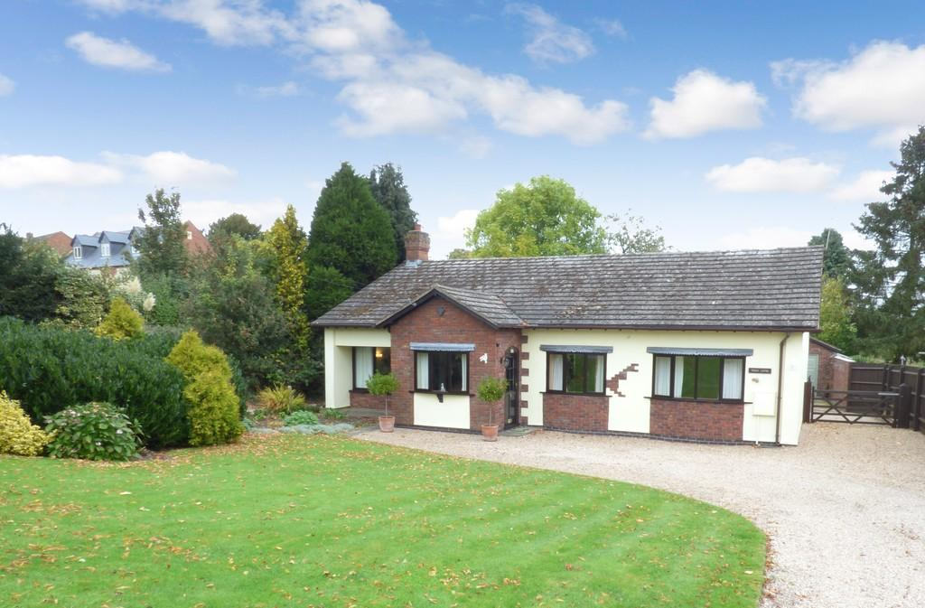 4 Bedrooms Detached Bungalow for sale in Park Lane, Snitterfield, Stratford-Upon-Avon