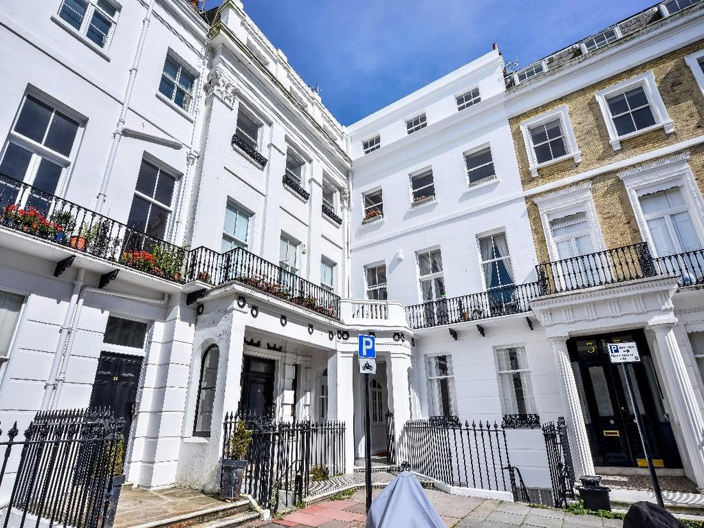 3 Bedrooms Flat for sale in Sussex Square Brighton East Sussex BN2