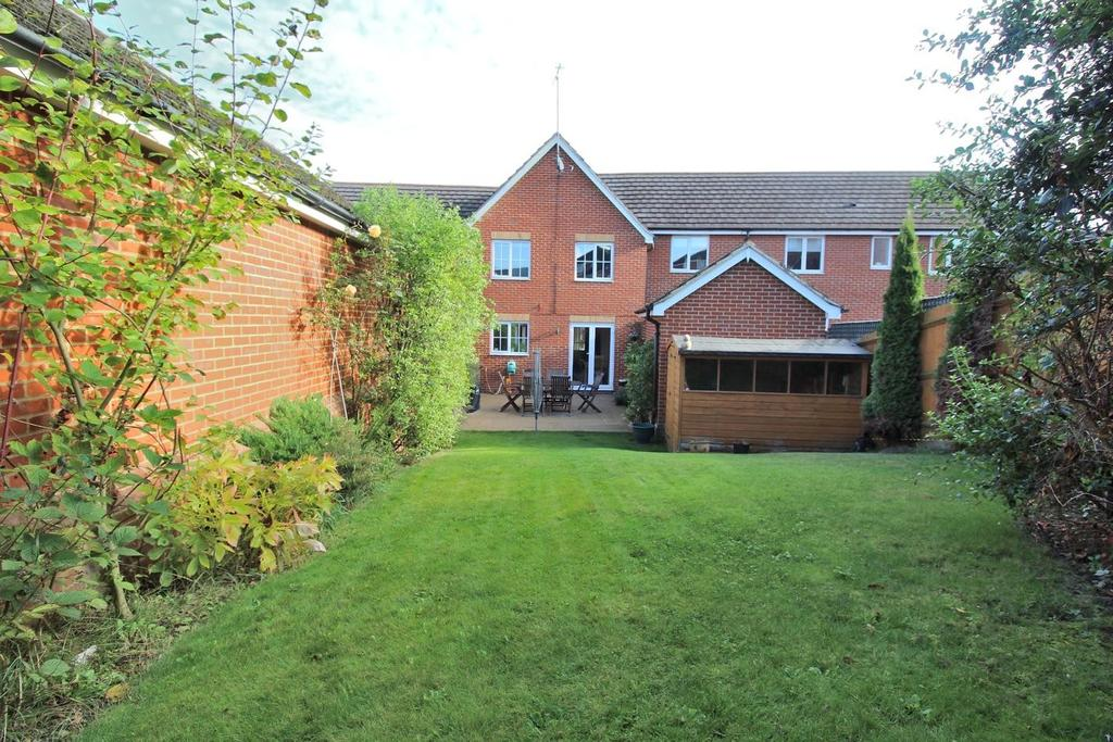 4 Bedrooms Link Detached House for sale in Goodwin Close, Chelmsford, Essex, CM2