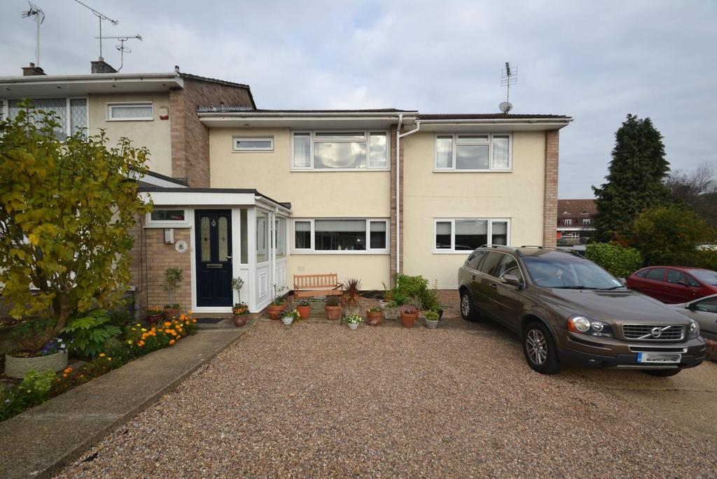 5 Bedrooms Semi Detached House for sale in The Chase, Billericay, Essex, CM11