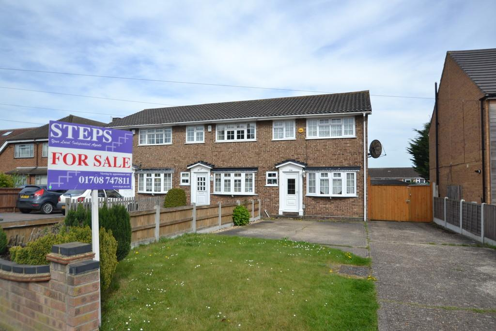 3 Bedrooms End Of Terrace House for sale in Lodge Lane, Collier Row