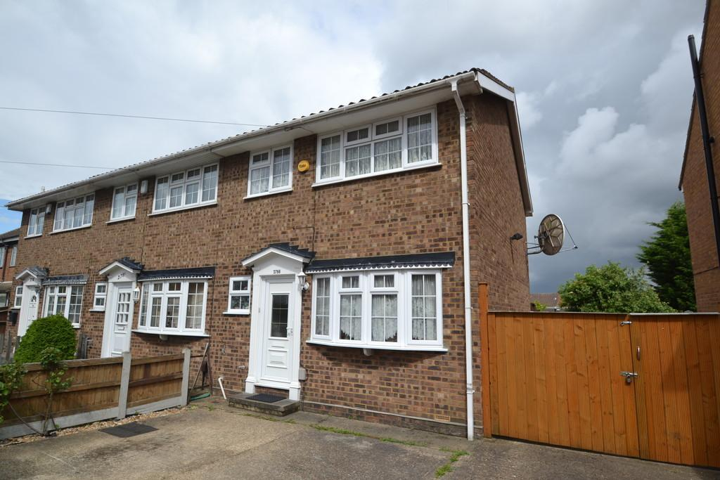 3 Bedrooms End Of Terrace House for sale in Lodge Lane, Romford