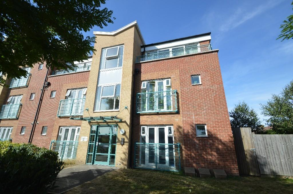 2 Bedrooms Flat for sale in St. Mark's Place, Dagenham