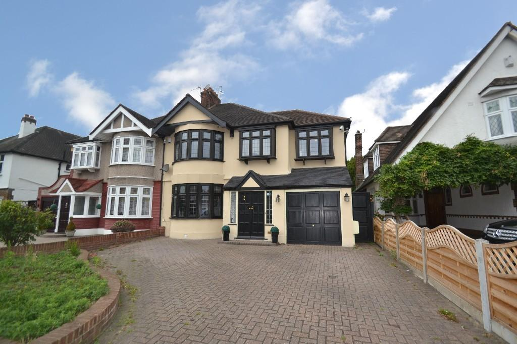 4 Bedrooms Semi Detached House for sale in Main Road, Gidea Park