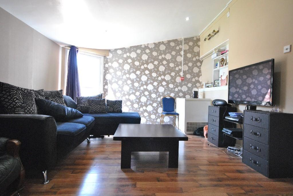 8 Bedrooms Semi Detached House for sale in Bell Farm Avenue, Dagenham
