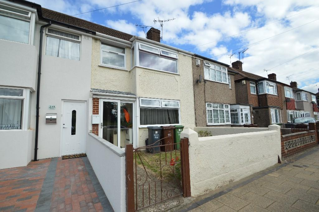 3 Bedrooms Terraced House for sale in New Road, Dagenham