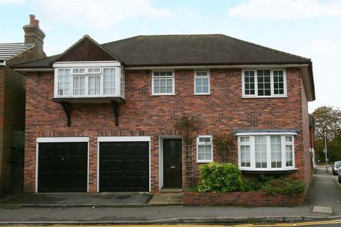 1 bedroom flat to rent - Horseshoe Crescent, Beaconsfield, Buckinghamshire HP9