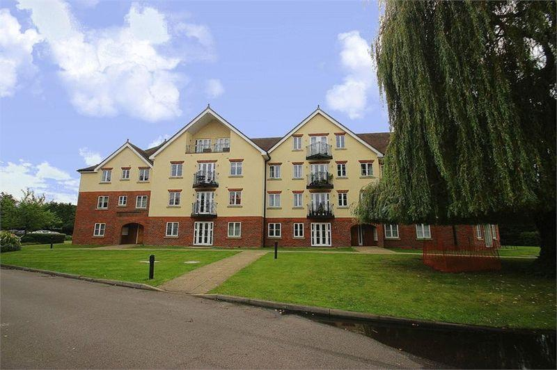 2 Bedrooms Apartment Flat for sale in Spacious Modern Apartment - Datchet Meadows