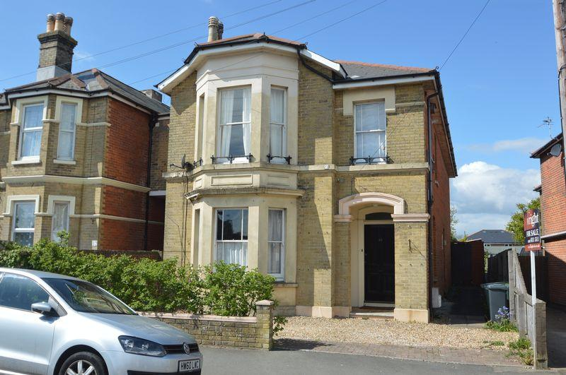 4 Bedrooms Detached House for sale in CENTRAL RYDE