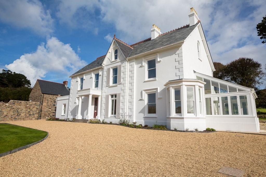 3 Bedrooms Semi Detached House for sale in La Hougue Farm, Castel, Guernsey