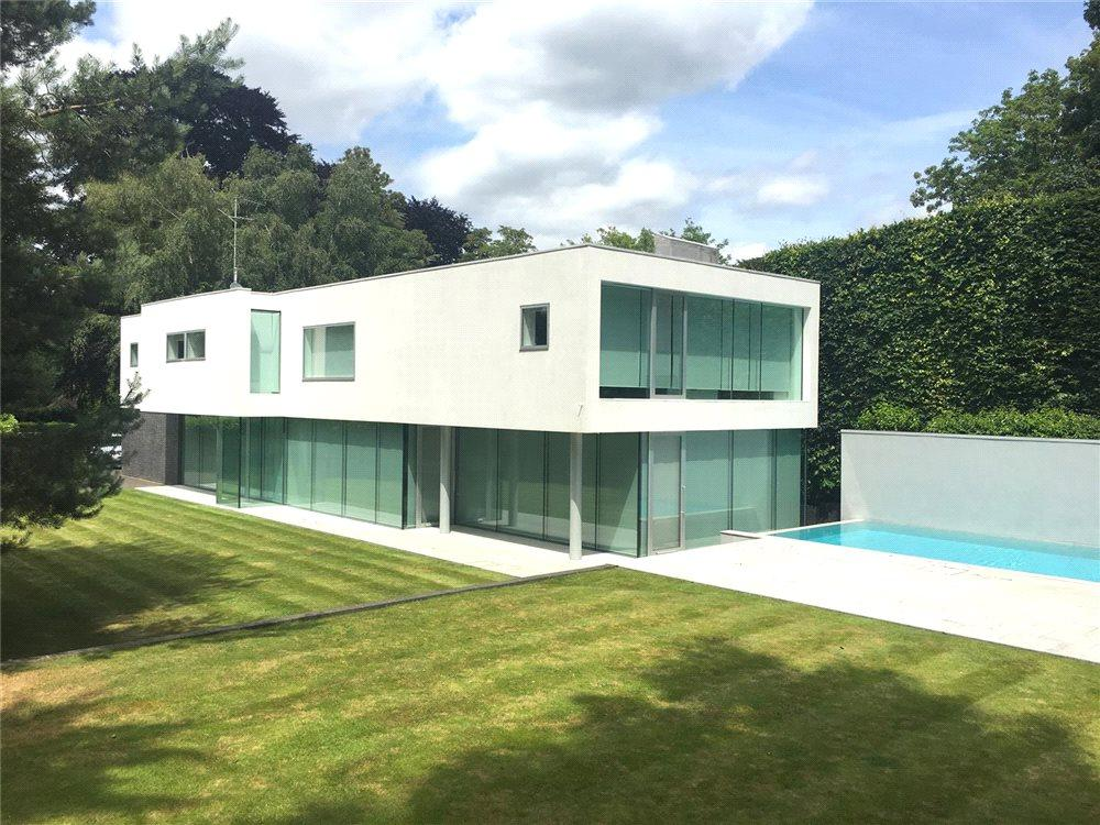 5 Bedrooms Detached House for sale in Albany Close, Esher, Surrey, KT10