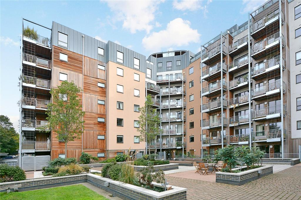 2 Bedrooms Flat for sale in Seren Park Gardens, Blackheath, London