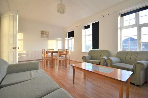 3 bedroom flat to rent - Western Avenue, East Acton