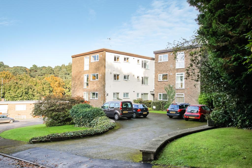 2 Bedrooms Flat for sale in Hurstmere Close,, Grayshott, Hindhead gu26
