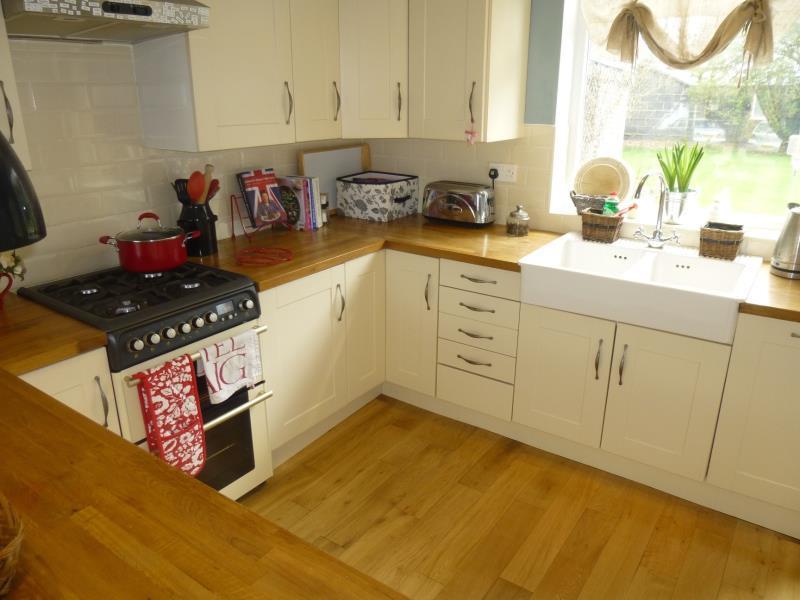 3 Bedrooms Semi Detached House for rent in CARRHOLM VIEW, CHAPEL ALLERTON, LEEDS, LS7 2NG