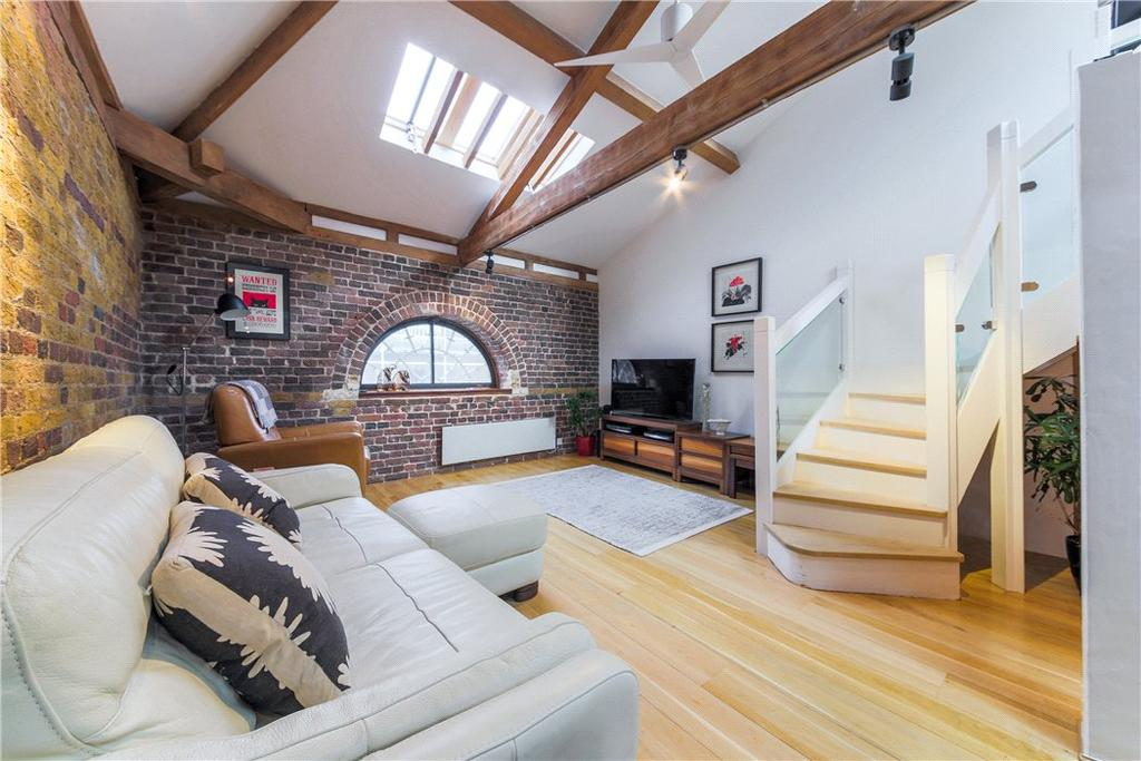 2 Bedrooms Penthouse Flat for sale in Port East Apartments, 12 Hertsmere Road, Nr Canary Wharf, London, E14