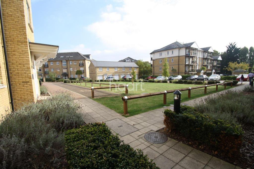 3 Bedrooms Flat for sale in Gilbert court, Colchester, CO1