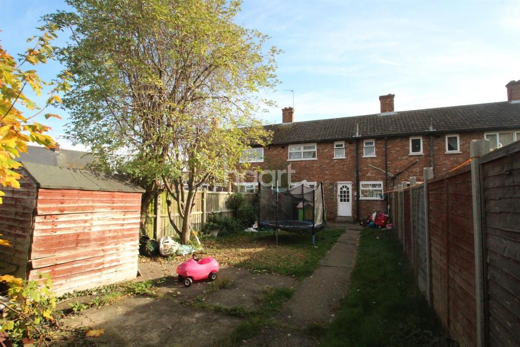 3 Bedrooms Terraced House for sale in Hawthorne Avenue, Colchester