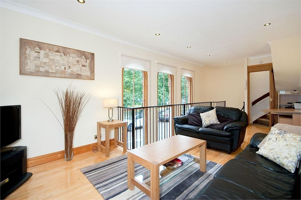 2 Bedrooms Terraced House for sale in ELGIN MEWS NORTH, MAIDA VALE, LONDON