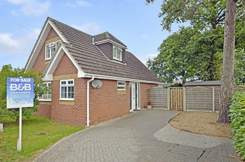 3 Bedrooms Chalet House for sale in Pinehurst Road, West Moors, Ferndown
