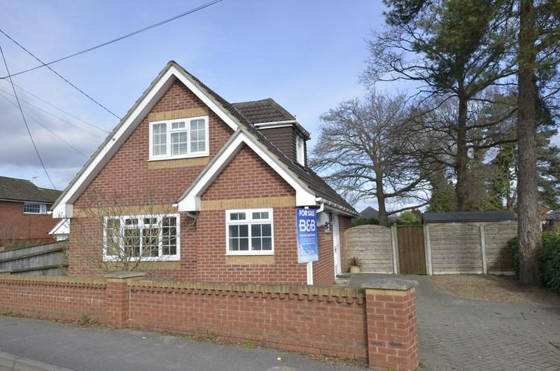 3 Bedrooms Detached House for sale in Pinehurst Road, West Moors, Ferndown